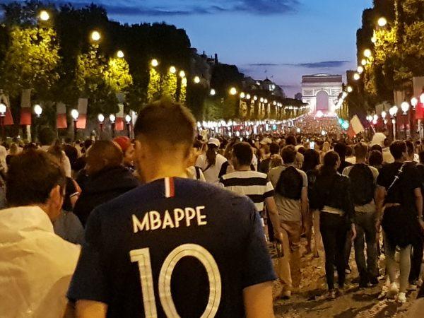 07/2018 - Paris, Champs-Elysées - Après la qualification de l'équipe de France de football pour la finale de la coupe du monde