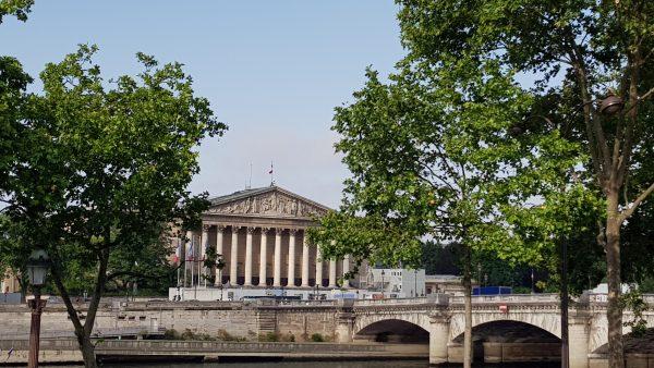 05/2018 - Paris - Vue sur l'Assemblée nationale depuis le Quai des Tuileries