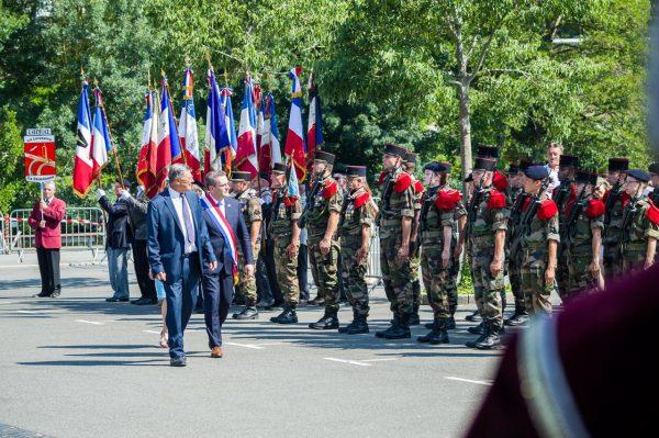 07/2018 - Segré - Revue des troupes du 6ème RG d'Angers lors de la cérémonie du 14 juillet 2018