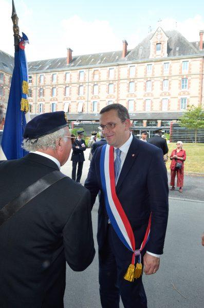 07/2018 - Angers - Salut des portes drapeaux à l'occasion de la cérémonie 2018 des justes de France