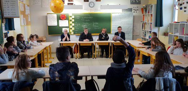 01/2019 - Noëllet - Rencontre de la classe de CM2 participant à l'opération du parlement des enfants 2019