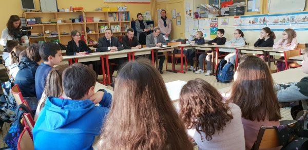 01/2019 - La Membrolle-sur-Longuenée - Rencontre de la classe de CM2 participant à l'opération du parlement des enfants 2019