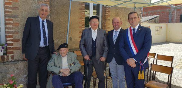 06/2019 - Grugé-l'Hôpital - Remise du drapeau de la 2ème DB de Loire-Atlantique en présence du Général d'armée Bruno Cuche et du Pierre-Samuel Crosnier, ancien de la 2ème DB débarquée en Normandie en Auût 1944