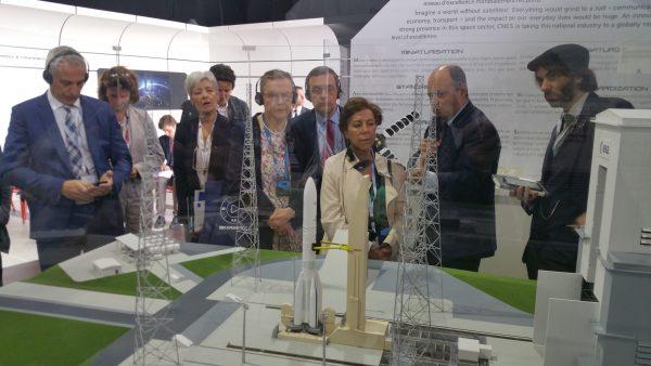 06/2019 - Le Bourget - Visite du stand du CNES avec Claudie Haigneré et une délégation de l'oPECST
