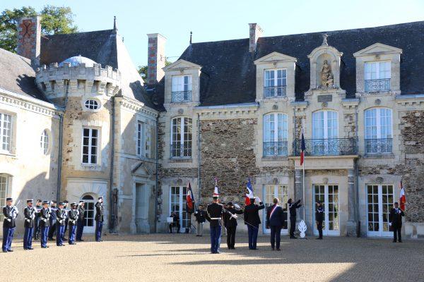 09/2019 - Segré-en-Anjou-Bleu - Cérémonie d'installation du nouveau Commandant du groupement de Gendarmerie de Segré (photo M.H. Moron, Courrier de l'Ouest)