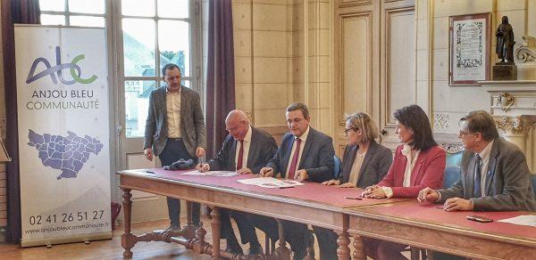 Signature du Territoire d'Industrie Anjou Bleu Communauté