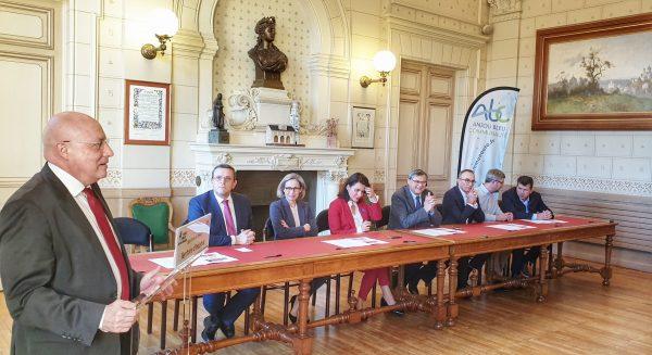 02/2020 - Segré-en-Anjou-Bleu - Signature du contrat Territoire d'Industrie