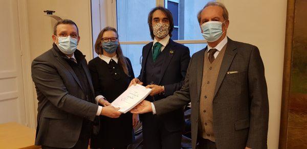 12/2020 - Paris, Sénat - Remise à Cédric Villani et Gérard Longuet du rapport OPECST